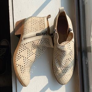 Lucky Brand white booties